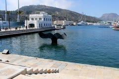 Teren port Cartagena w Hiszpania dokąd wielorybi ` s ogon jest zdjęcie royalty free