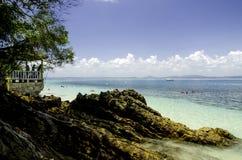 Terengganu najwięcej popularnej wyspy, kapas wyspa otaczająca jasną wodą morską i niebieskiego nieba tło, fotografia royalty free