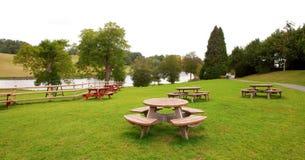 terenu grupy parka odpoczynku okrągli stoły Obrazy Stock