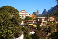Teresópolis und Dedo de Deus (der Finger-Felsen des Gottes), Brasilien Lizenzfreies Stockfoto
