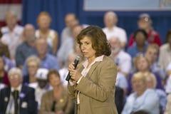 Teresa Heinz Kerry que se dirige a la audiencia de mayores en el centro del Rec de la opinión del valle, Henderson, nanovoltio Fotografía de archivo