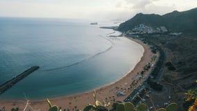 Teresitasstrand Playa DE las Teresitas Het satellietbeeld van de tijdtijdspanne Santa Cruz de Tenerife, Canarische Eilanden stock video