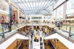 återförsäljnings- shopping för galleria Royaltyfri Foto