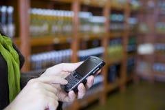 återförsäljnings- smartphone Arkivbilder