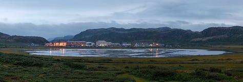 Teriberka北极村庄的全景, 图库摄影