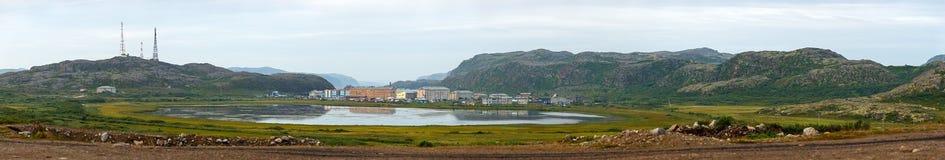 Teriberka北极村庄的全景, 库存照片