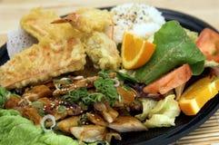 teriyaki плиты цыпленка комбинированное стоковые фото