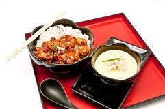 Teriyaki Huhn-Reis und chinesisches Dampfei Lizenzfreie Stockbilder