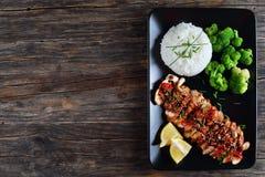 Teriyaki kurczaka mięso z ryż, brokuły obrazy stock