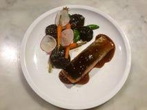Teriyaki, setas de shiitake y veggies de color salmón fotografía de archivo libre de regalías