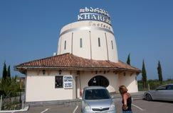 TERJOLA, GEORGIA - 16 AGOSTO 2013: Il negozio di vino del ` di Khareba del ` della società nel Repubblica Georgiana Immagini Stock