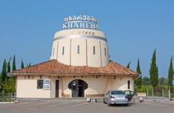 TERJOLA, GEORGIA - 16 AGOSTO 2013: Il negozio di vino del ` di Khareba del ` della società nel Repubblica Georgiana Immagine Stock Libera da Diritti