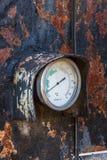 Termómetro industrial viejo Fotos de archivo