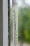 Termómetro líquido del alcohol de la ventana Imagen de archivo libre de regalías