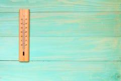 Termómetro que muestra temperatura alta Imagen de archivo libre de regalías