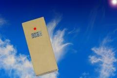 Termómetro y sol Imágenes de archivo libres de regalías