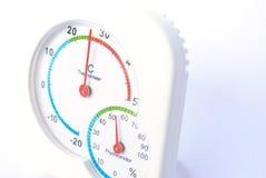 Termômetro na terra branca Fotos de Stock