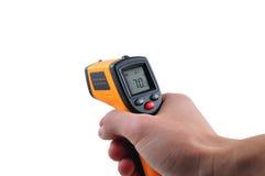Termômetro do IR da posse da mão Fotos de Stock