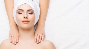 Termas bonitos saudáveis da mulher Massagem da saúde da energia da recreação ele Imagens de Stock Royalty Free