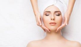 Termas bonitos saudáveis da mulher Massagem da saúde da energia da recreação ele Fotos de Stock Royalty Free