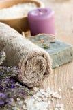 Termas com alfazema e toalha Fotos de Stock