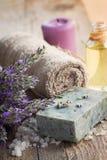 Termas com alfazema e toalha Fotografia de Stock