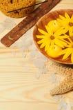 Termas com flores amarelas Imagens de Stock Royalty Free