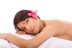 Termas de relaxamento da mulher atrativa foto de stock royalty free