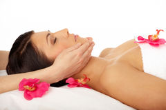 Termas de relaxamento da mulher atrativa fotografia de stock