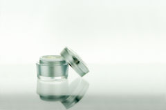 Termas de Skincare ou produto do cosmético no fundo branco Imagem de Stock