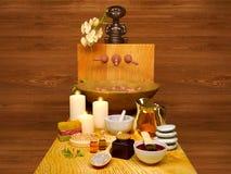 Termas e ajuste do wellness com sabão, velas e a toalha naturais C imagem de stock