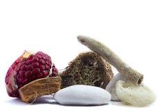 Termas e bem-estar que ajustam-se com romã, peças de madeira, naturais Fotografia de Stock