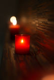 Termas e bem-estar que cheiram velas vermelhas imagem de stock