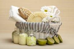 Termas - ferramentas da massagem e sal de banho Imagens de Stock