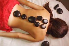 Termas - 7 Massagem de pedra quente imagem de stock