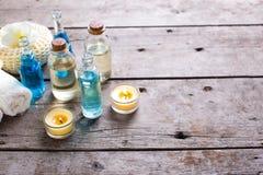 Termas ou bem-estar que ajustam-se em cores azuis, amarelas e brancas Imagens de Stock Royalty Free