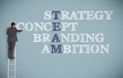 Termes d'affaires d'écriture d'homme d'affaires sur un mur gris Image stock