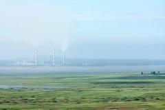 Termiczna elektrownia blisko rezerwuaru Obrazy Royalty Free