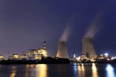 Termiczna elektrownia przy nocą Obrazy Royalty Free