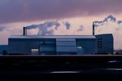 Termiczna elektrownia Przy zmierzchem, Iceland obrazy stock