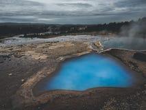 Termiczny jeziorny Blesi Geysir i Strokkur, Złota okrąg trasa zdjęcie royalty free
