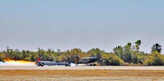 Termiczny pokaz lotniczy: Dragster & biplanów Działający Up silniki obraz royalty free