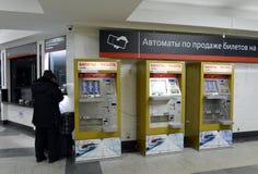 Terminais para a venda de bilhetes railway no estação de caminhos-de-ferro Moscou de Paveletsky Imagens de Stock Royalty Free
