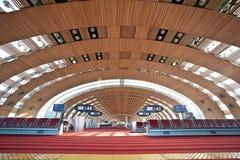 Terminal 2E de Paris - aéroport de Charles de Gaulle Photographie stock libre de droits