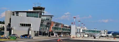 Terminal byggnad för Ljubljana flygplats Arkivbilder