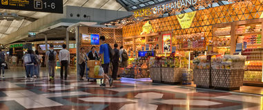 Terminal d'aéroport à l'aéroport de Suvarnabhumi Photos stock