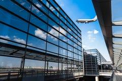 Terminal d'aéroport moderne à Changhaï Images libres de droits