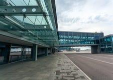 Terminal d'aéroport moderne fait d'acier et verre Photographie stock