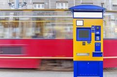 Terminal d'autobus, de tram et de train pour l'achat des billets Image libre de droits