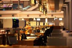 Terminal d'enregistrement dans un aéroport photo libre de droits